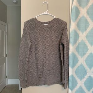 Comfy and stylish gray patterned sweater!